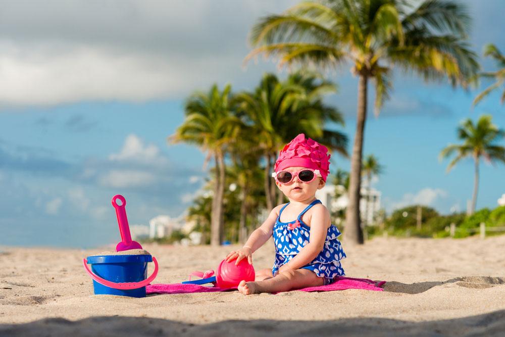 Baby play on the beach