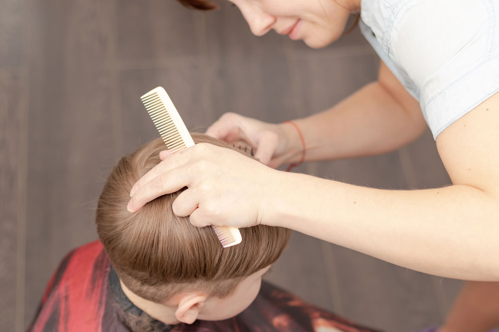 Mom starts to cut the hair for your child